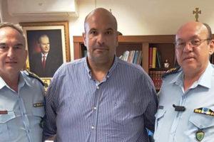 Ο Γιάννης Γιάτσιος στο γραφείο του με τον Ταξίαρχο Θεόδωρο Κεραμά και τον Χρήστο Ζαμπούρα